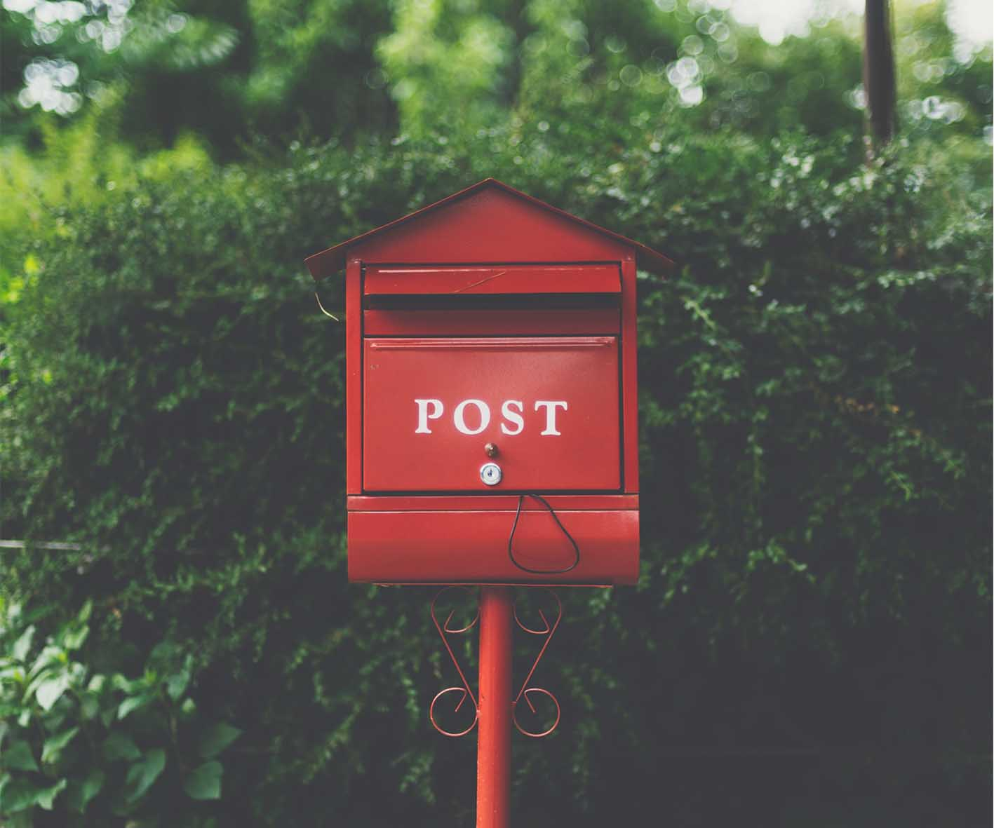 HOME-LIVING - HOW-TO-SET-A-LETTERBOX-POST-IN-THE-GROUND