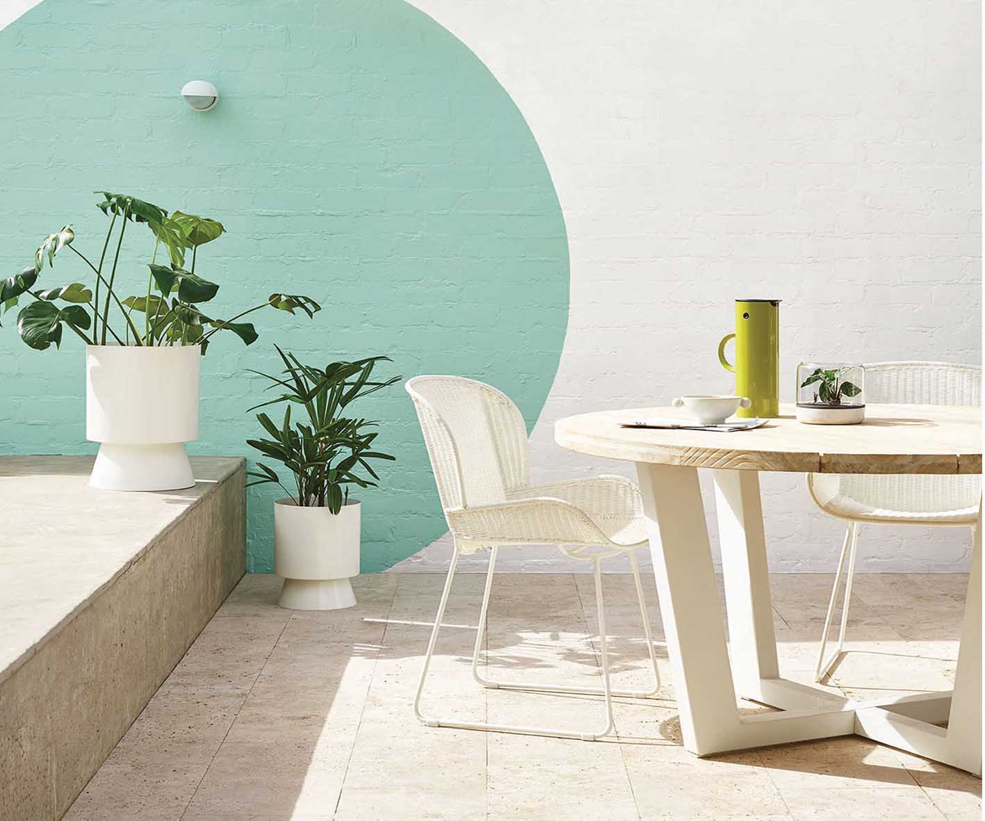 PIERCRETE-POST-IMAGES - STYLISH-CONCRETE-WALL-MAKEOVER-no-credits-noted
