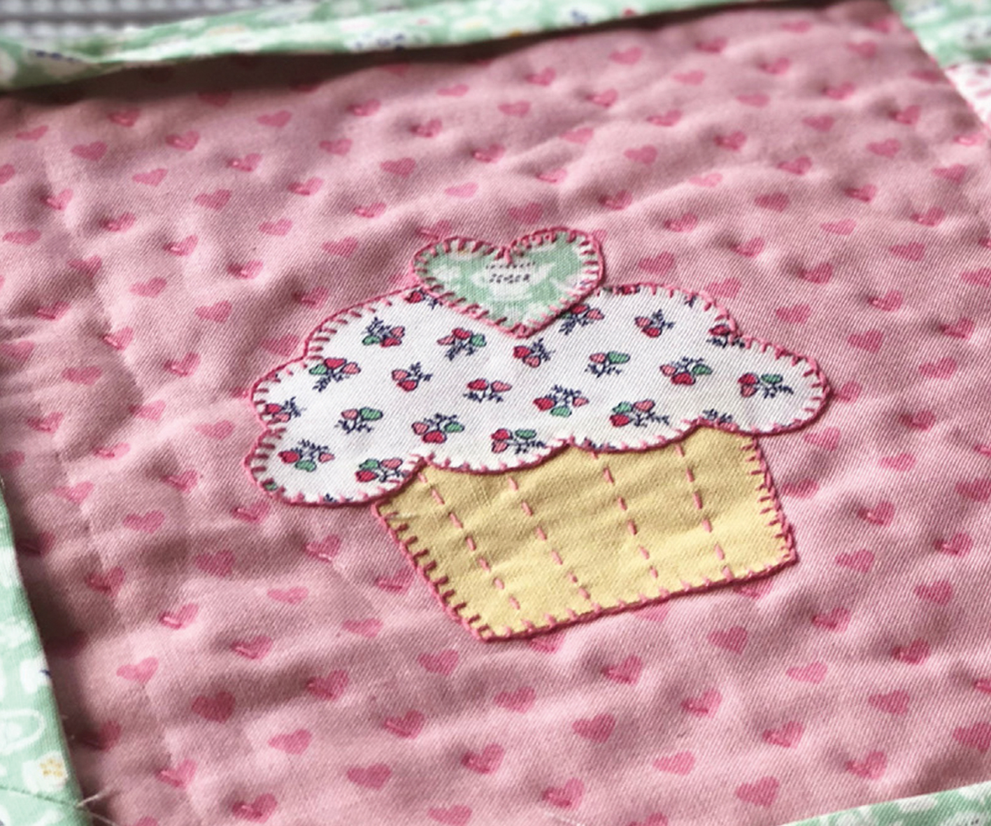 PATCHWORK-INTRO-BANNER - CUPCAKE-PLACEMAT-POST-IMAGE